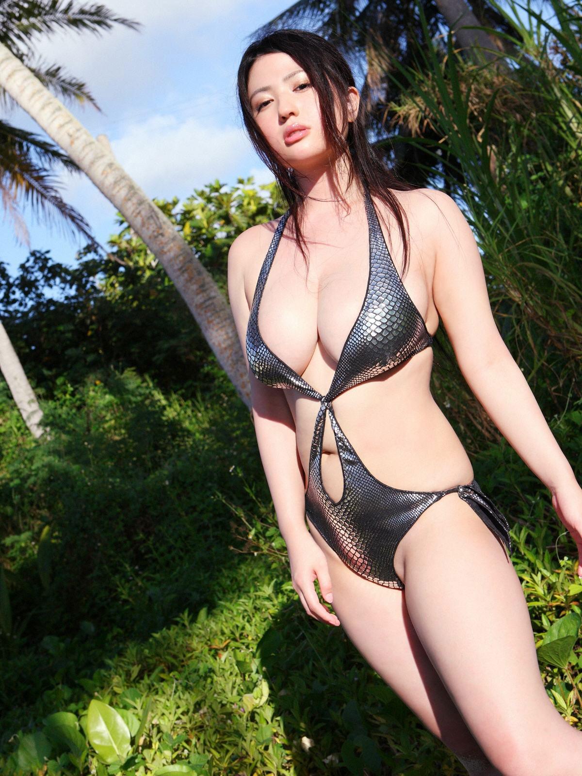 セクシー水着美女エロ画像。詳細は以下に記載します。