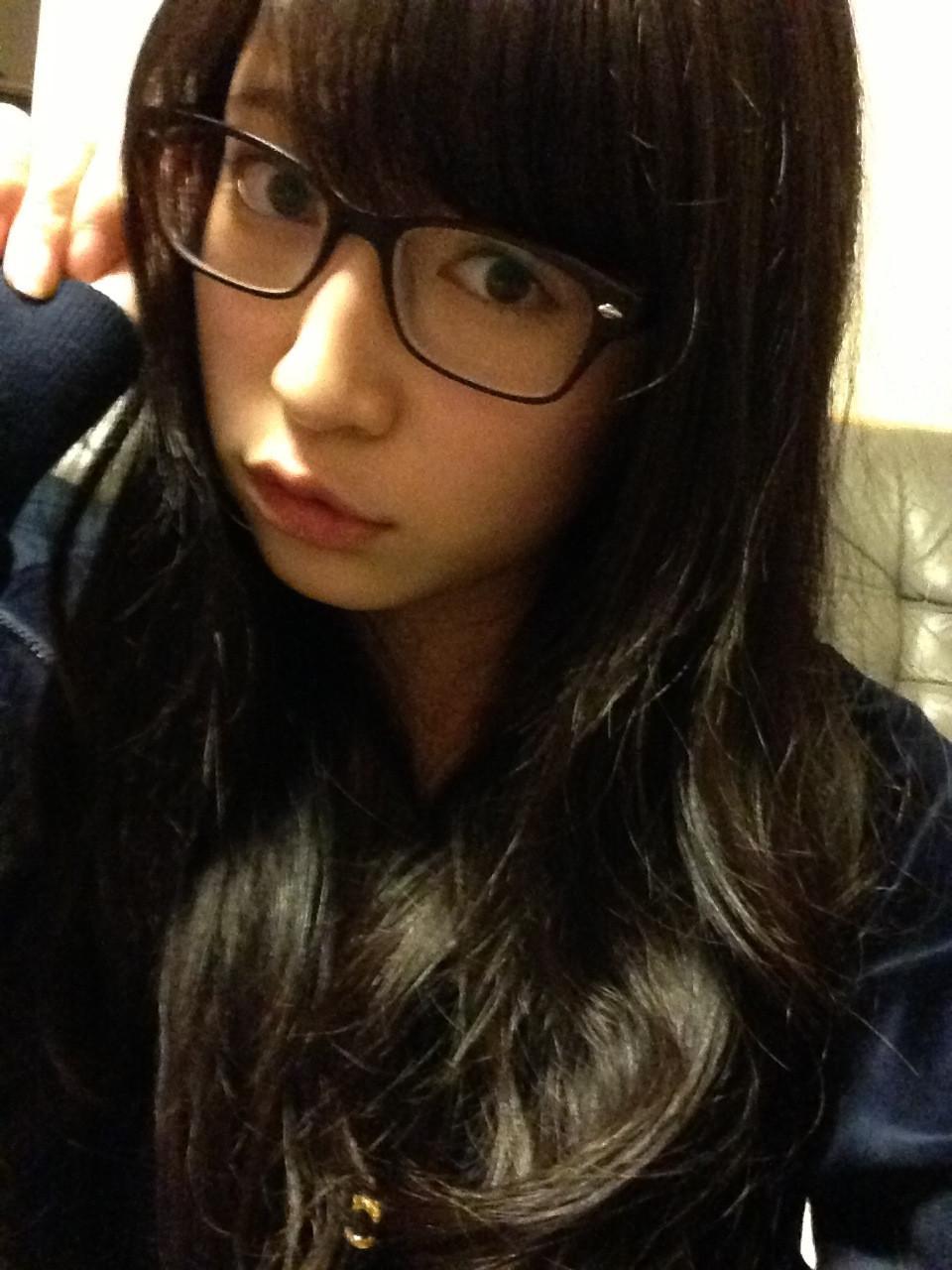美少女メガネJKエロ画像。詳細は以下に記載します。