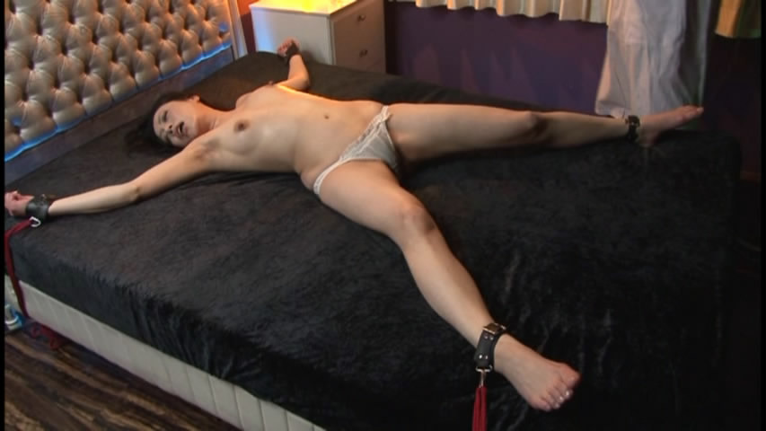 ベッド大の字縛り sm