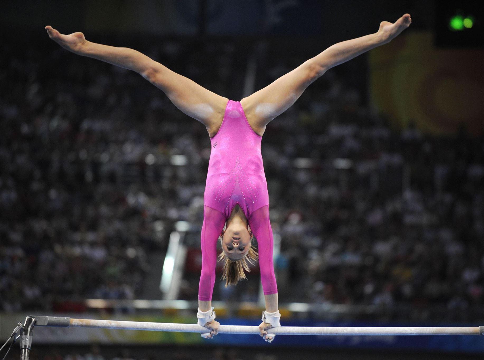 фото гимнастка мокрая расслабиться