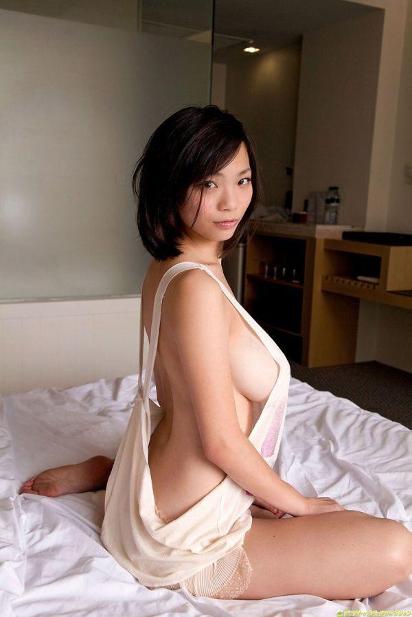 ハミ乳横乳おっぱいエロ画像15