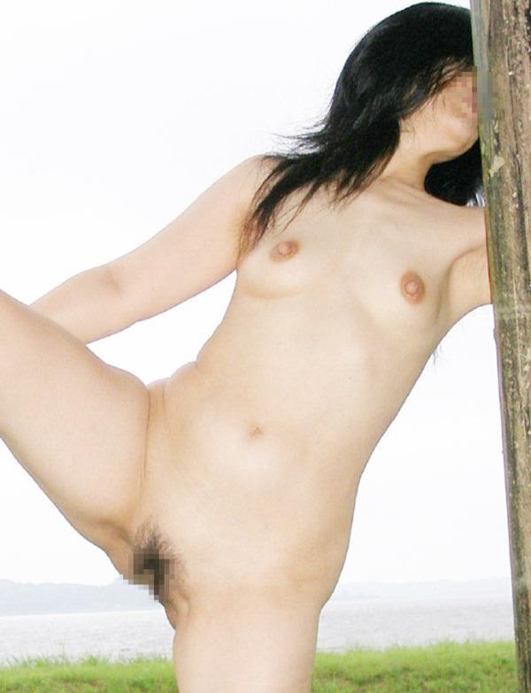 野外露出痴女エロ画像23