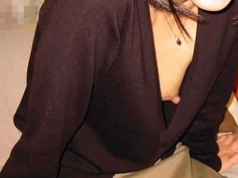 【盗撮画像】街中をノーブラで歩いてチクポロしたり乳首ぽっちしてる女って意外といるよね【乳首ポロリ】-480x360