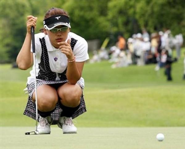 女子ゴルフのお楽しみはグリーン上にすべて集約されているww 表紙