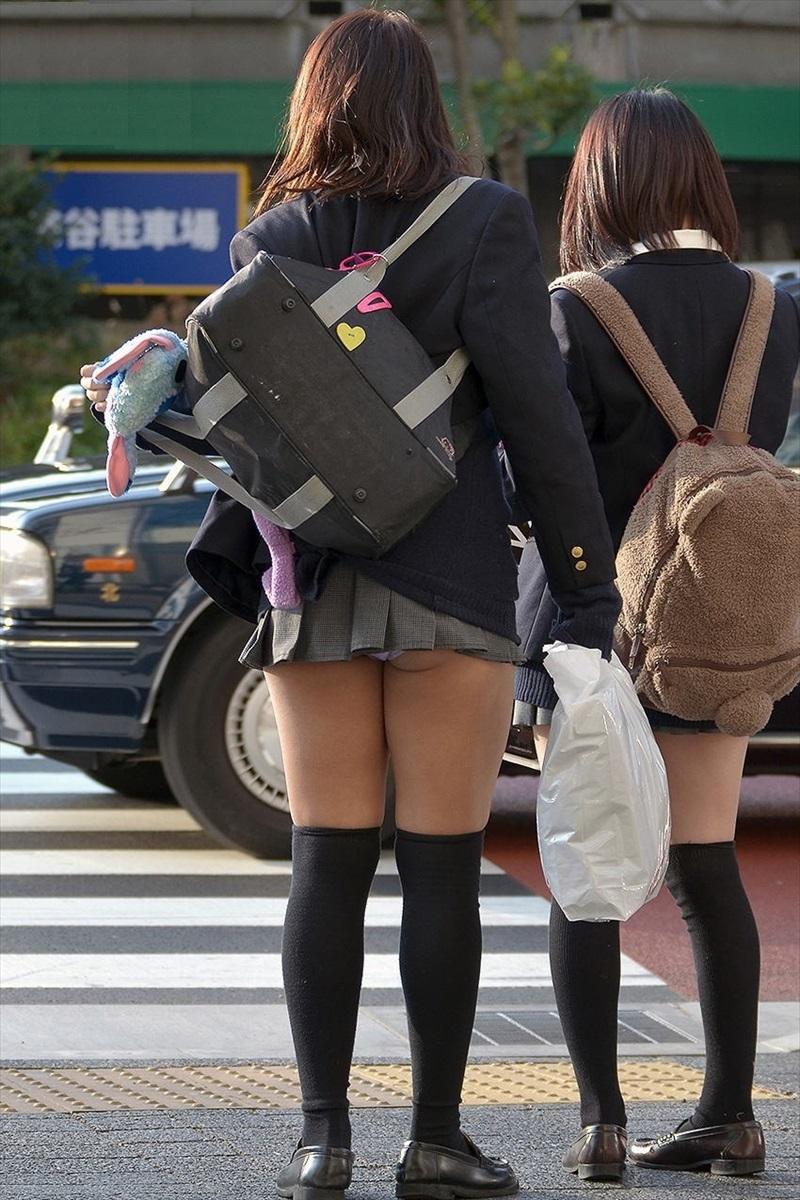 究極のチラリズム☆超ミニスカで頑張る10代小娘たちの尻肉&パンツ丸見え写真wwww