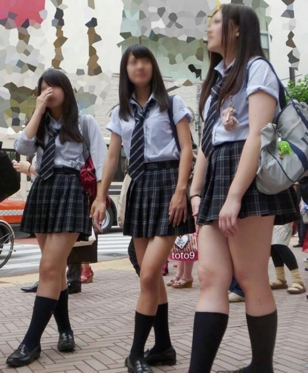 街撮りJKの美脚エロ画像05