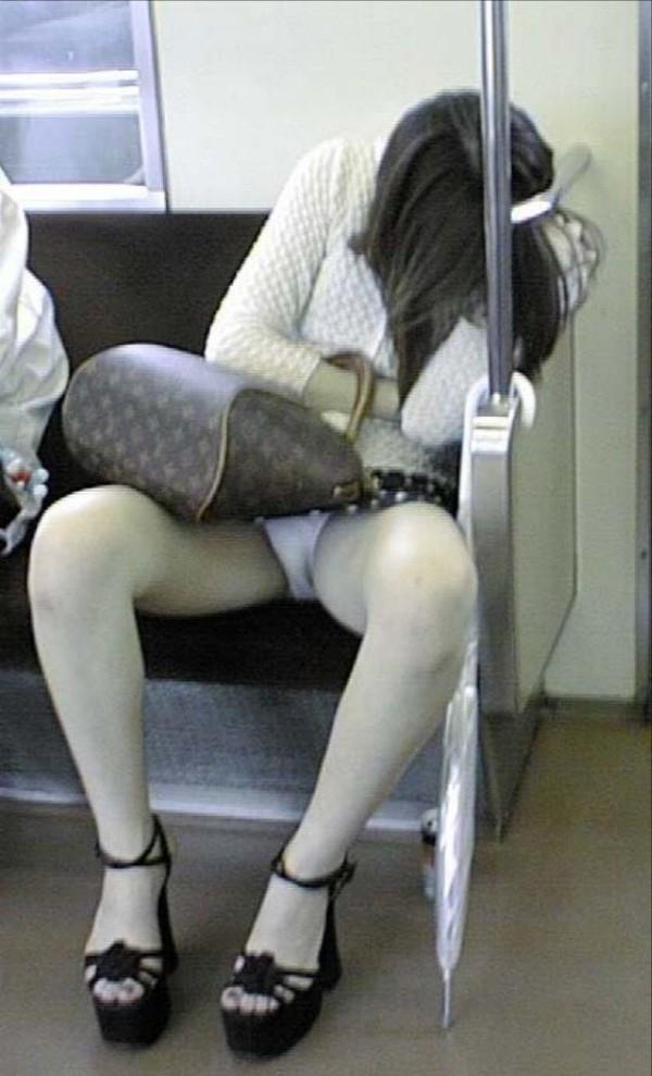 電車内ミニスカパンチラ09