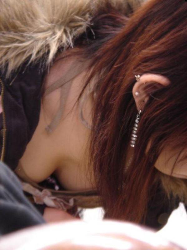 素人街撮り胸チラエロ画像09