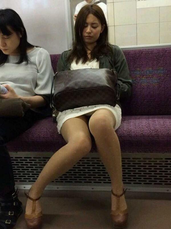 電車内ミニスカパンチラ19