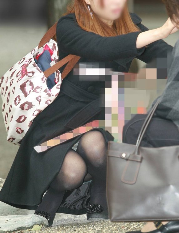 街撮りの人妻パンチラ画像11