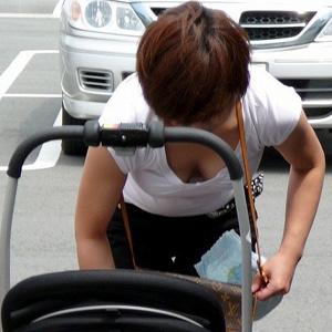 街中で子連れヒトヅマさんのお乳をえろい目線で見たったwwwwww
