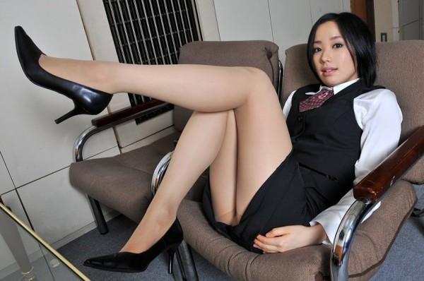 タイトスカートの美脚エロ画像18