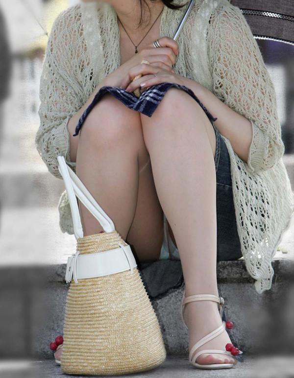 街撮りの人妻パンチラ画像18