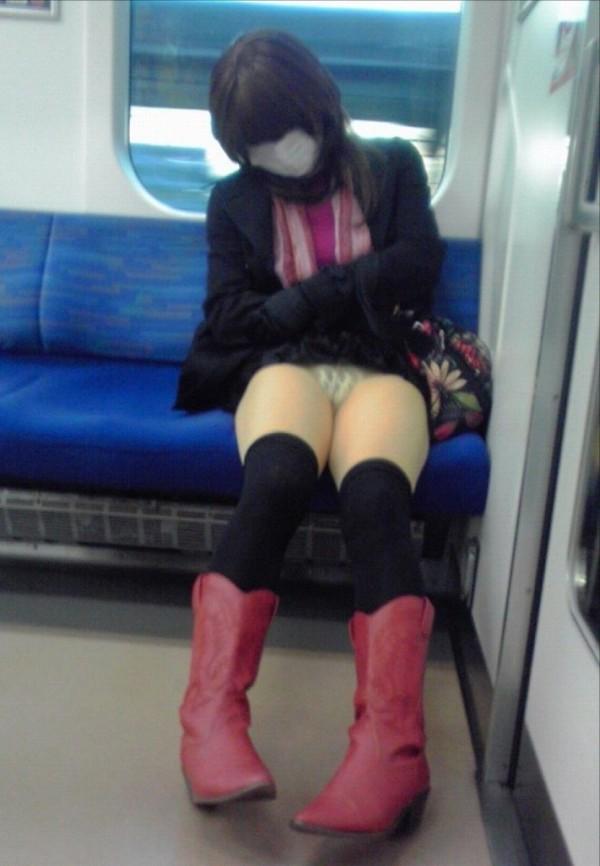 電車内ミニスカパンチラ17