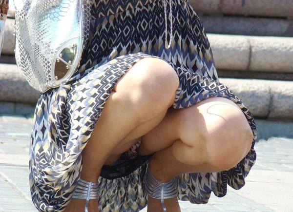 街撮りの人妻パンチラ画像17