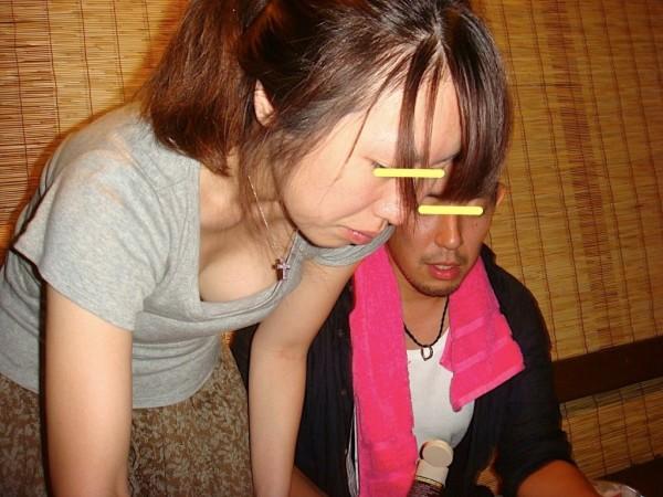 素人娘の胸チラ画像05