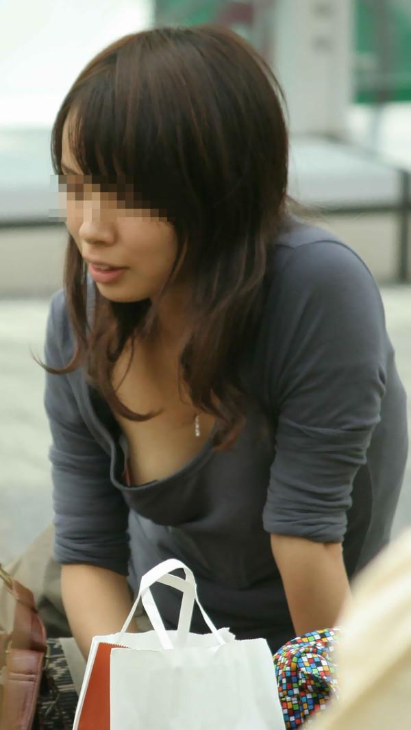 素人街撮り胸チラエロ画像05