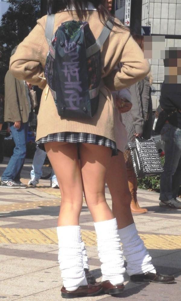 街撮りJKの美脚エロ画像18