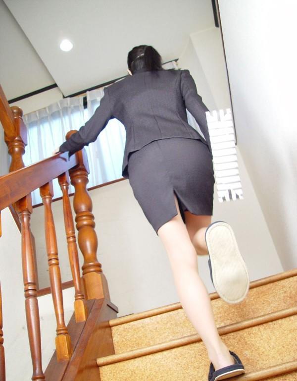 タイトスカートの美脚エロ画像01