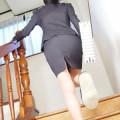 【タイトスカートエロ画像】スラリと伸びたセクシーな美脚がエロくて釘付けwww