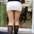 【脚フェチ画像】ミニスカタイトスカートで美脚を見せつけてるお姉さんのエロ画像