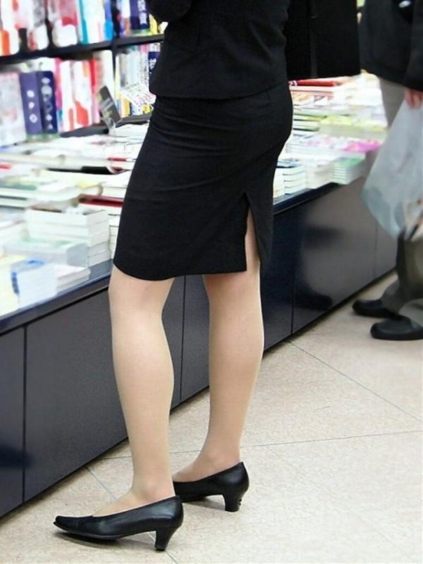 タイトスカートの美脚エロ画像12