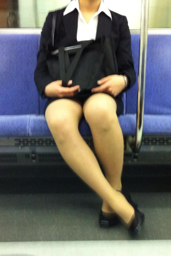 電車内ミニスカパンチラ13