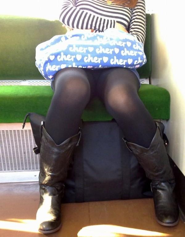 電車内ミニスカパンチラ16