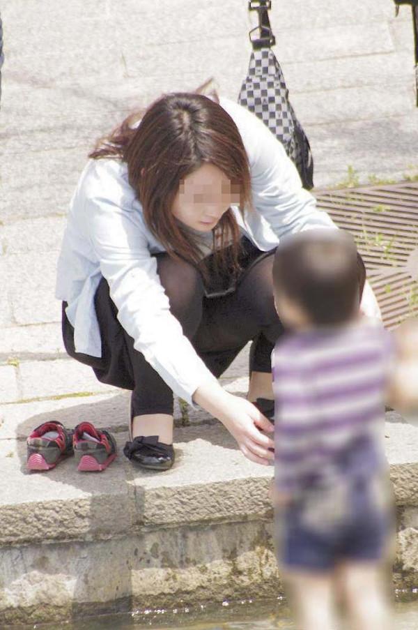 街撮りの人妻パンチラ画像16