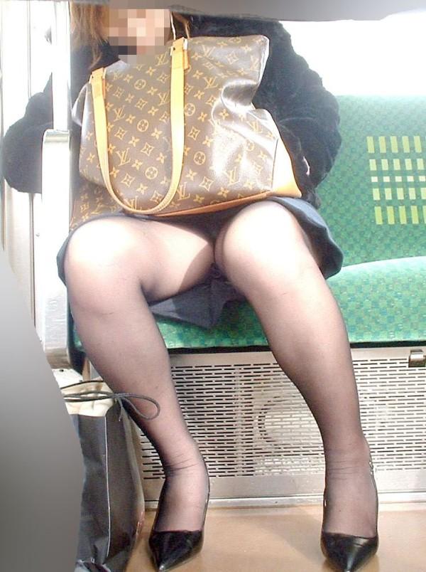 電車内ミニスカパンチラ03