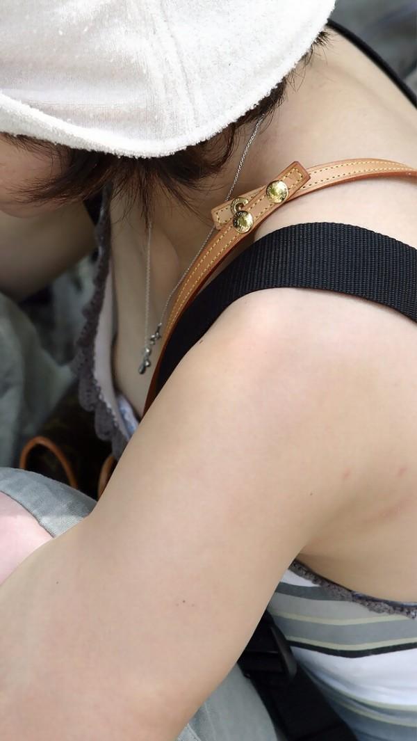 素人街撮り胸チラエロ画像08