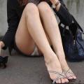 【パンチラエロ画像】目の前で女の子のパンツ見れたらドキドキするよなwww