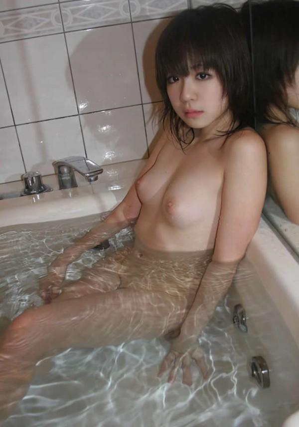 お風呂に入浴中のお姉さん19