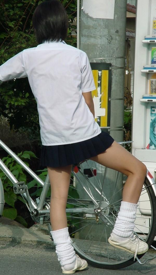 街撮りJK美脚エロ画像01