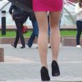 【街撮りエロ画像】お姉さんの美脚がセクシー過ぎてガン見するわwww