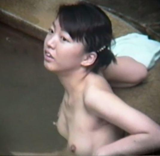 露天風呂を盗撮カメラで接写18