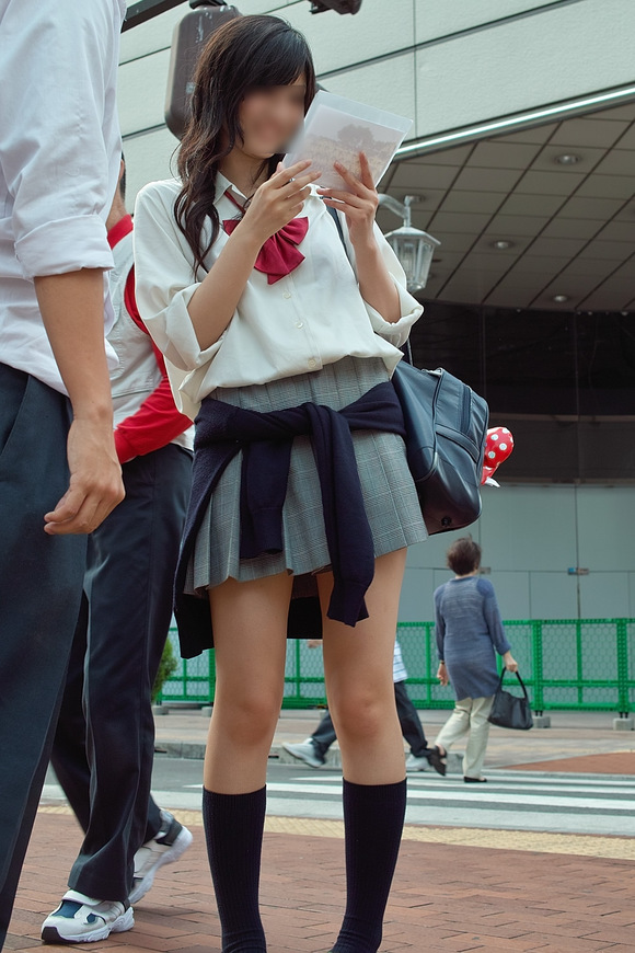 街撮りJK美脚エロ画像03