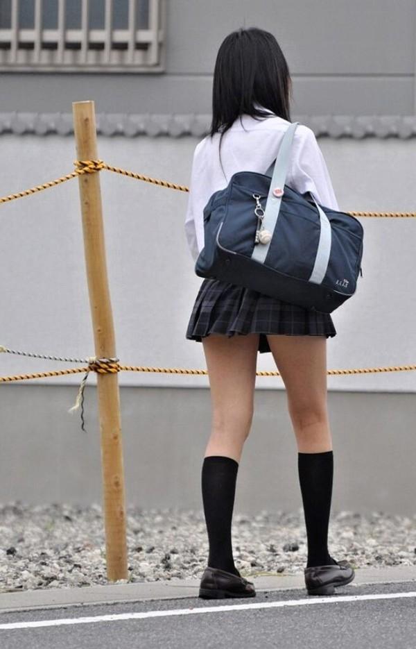 街撮りJK美脚エロ画像04