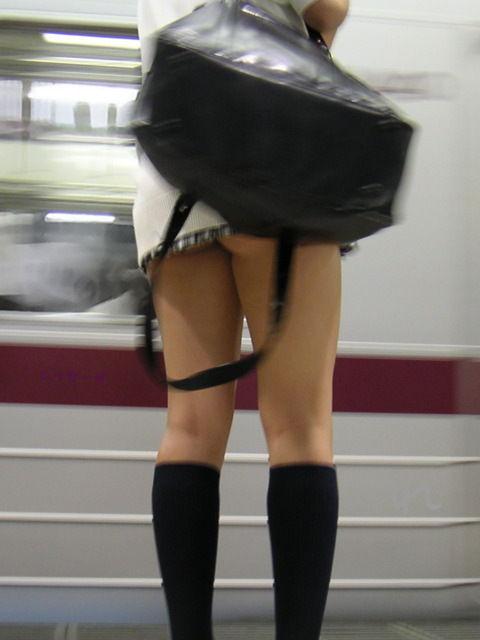 制服JKの美脚が堪らん01