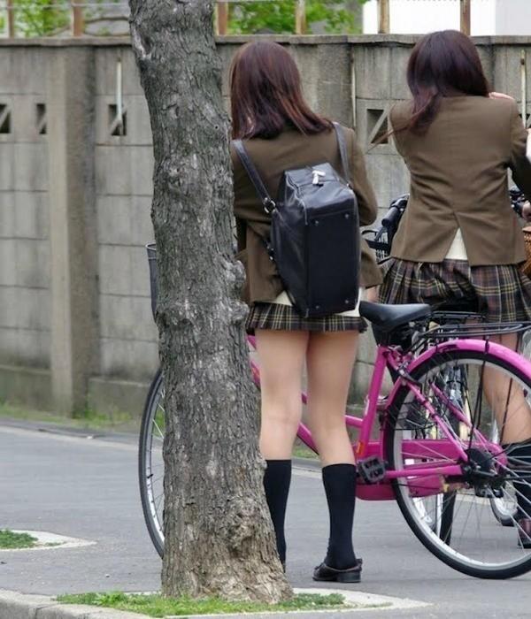 街撮りJK美脚エロ画像11