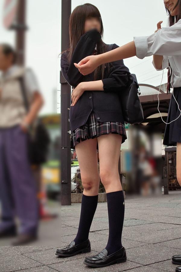 街撮りJK美脚エロ画像06