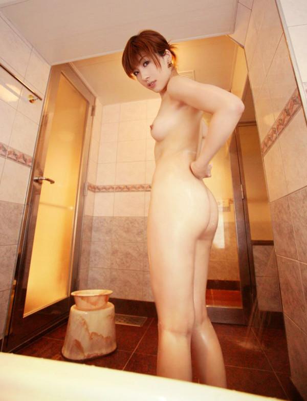 お風呂に入浴中のお姉さん14