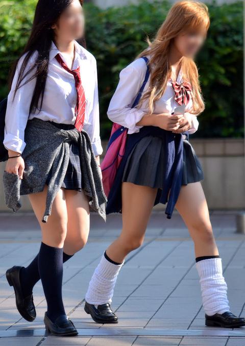 街撮り女子校生の美脚エロ画像16