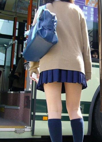 街撮り女子校生の美脚エロ画像10
