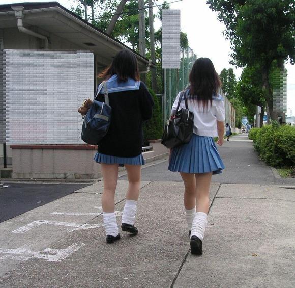 街撮り女子校生の美脚エロ画像07