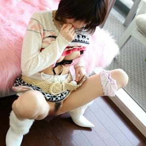 【放尿エロ画像】女の子が我慢出来ずにオシッコしちゃってるぞ!!!