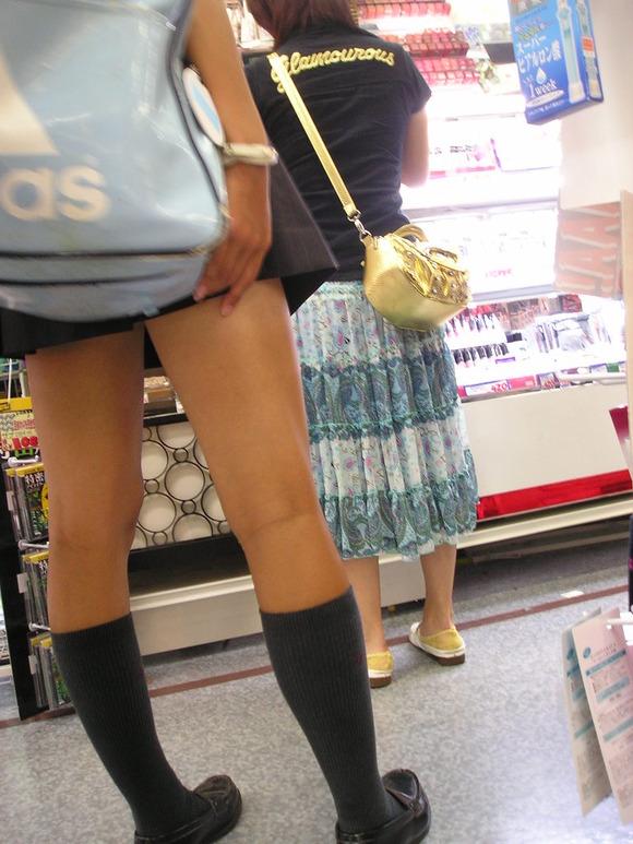 街撮り女子校生の美脚エロ画像08
