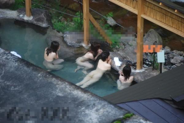 露天風呂を盗撮カメラで接写06