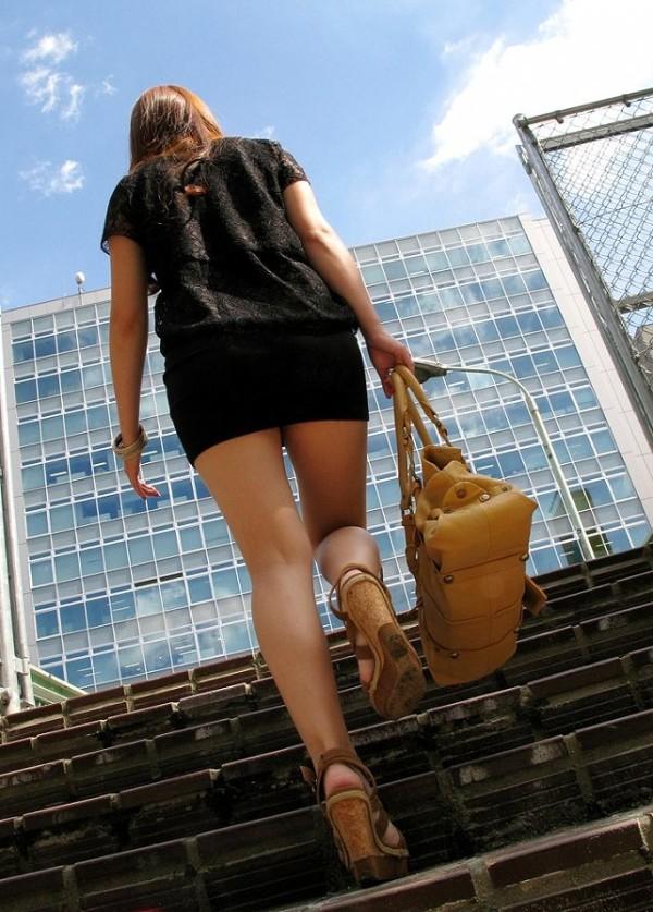 街撮りセクシー美脚エロ画像09