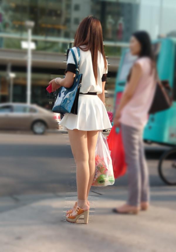 街撮りセクシー美脚エロ画像18
